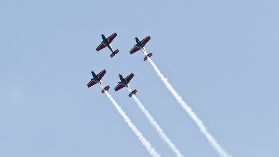 Royal Jordanian Falcons formation flight with four Extra EA-300L at Oldtimer Fliegertreffen Hahnweide 2011
