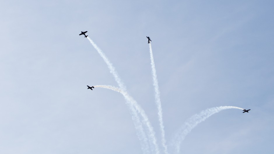 Royal Jordanian Falcons formation flight with four Extra EA-300L, Hahnweide air show 2011