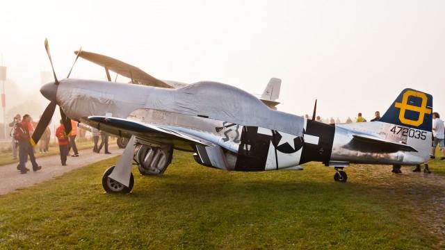 "P-51D Mustang (G-SIJJ) at ""Oldtimer Fliegertreffen Hahnweide 2011"""
